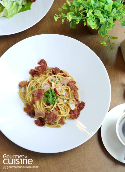 Spaghetti Seafood AOP คลุกเคล้ากับน้ำมันมะกอกและพริกแห้ง (Cr. Photo by gourmetandcuisine.com)