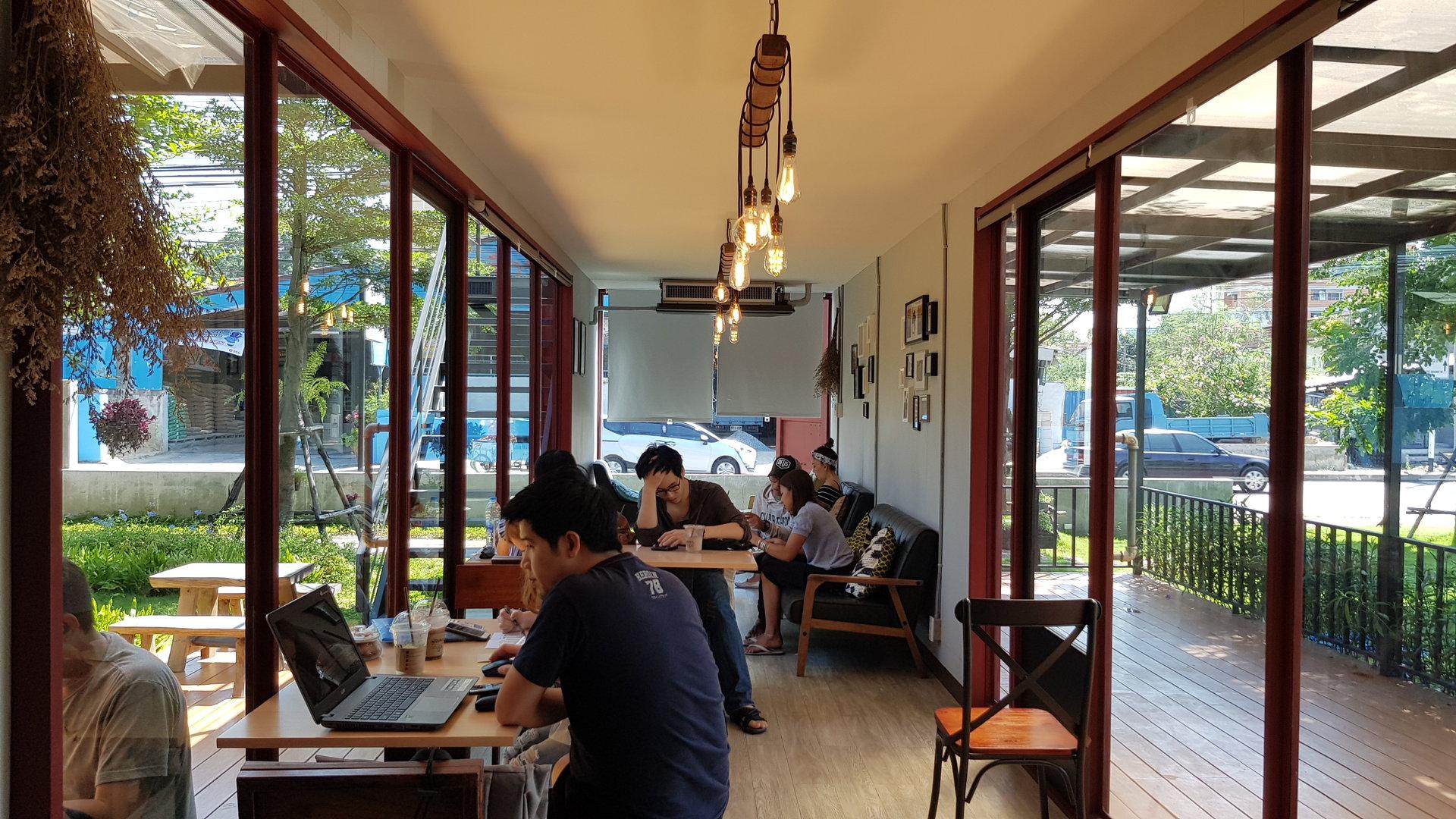 โซนตู้คอนเทนเนอร์ @ Buna Organic Coffee