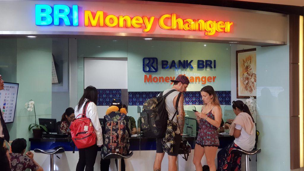 จุดแลกเงิน ณ ท่าอากาศยานนานาชาติเดนปาซาร์ บาหลี