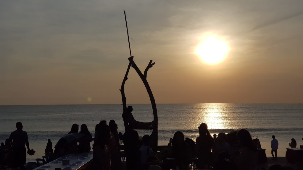 Romantic Sunset Scene @ ชายหาดจิมบารัน บาหลี