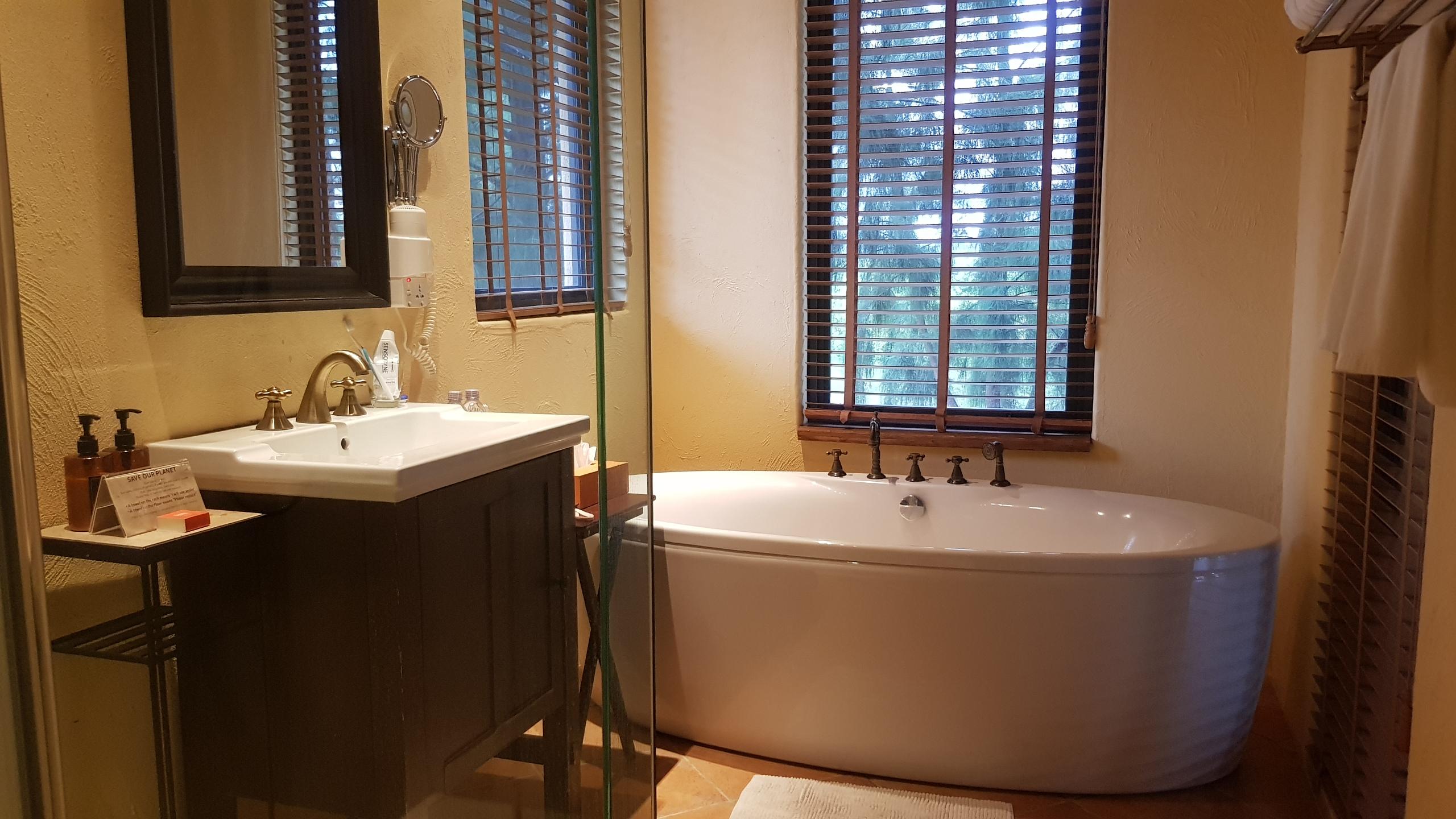 มุมส่วนตัว ให้คุณแช่กายในอ่างอาบน้ำ พร้อมดื่มด่ำกับธรรมชาติสีเขียว @ La Casetta เขาใหญ่