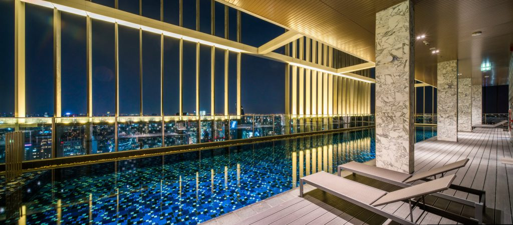"A 40-meter long ""Cloud pool"" on the 50th floor of Park 24 to let you admire the exquisite view of the city"