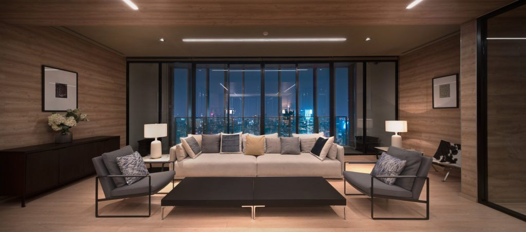 Library & Living Room on the 49th floor of Park 24, offering a stunning view of curved Chao Phraya River