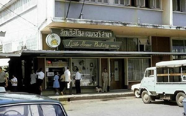 ร้านลิตเติ้ลโฮมเบเกอรี่ สาขาทองหล่อ ปี 2512 ขอบคุณรูปภาพจาก เพชรมายา