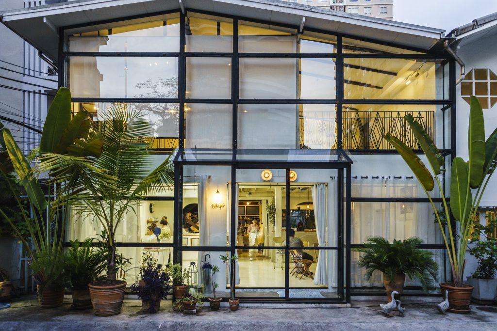 ร้าน Rikyu by Boy Tokyo ซอยสุขุมวิท 24 ร้านซาลอน พร้อมที่แสดงงานศิลปะ และห้องสมุด