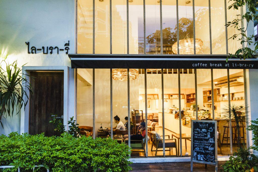 Coffee Break At Li-bra-ry หรือ ไล-บรา-รี่ ร้านกาแฟ บรรยากาศดี สุขุมวิท 24 bts พร้อมพงษ์