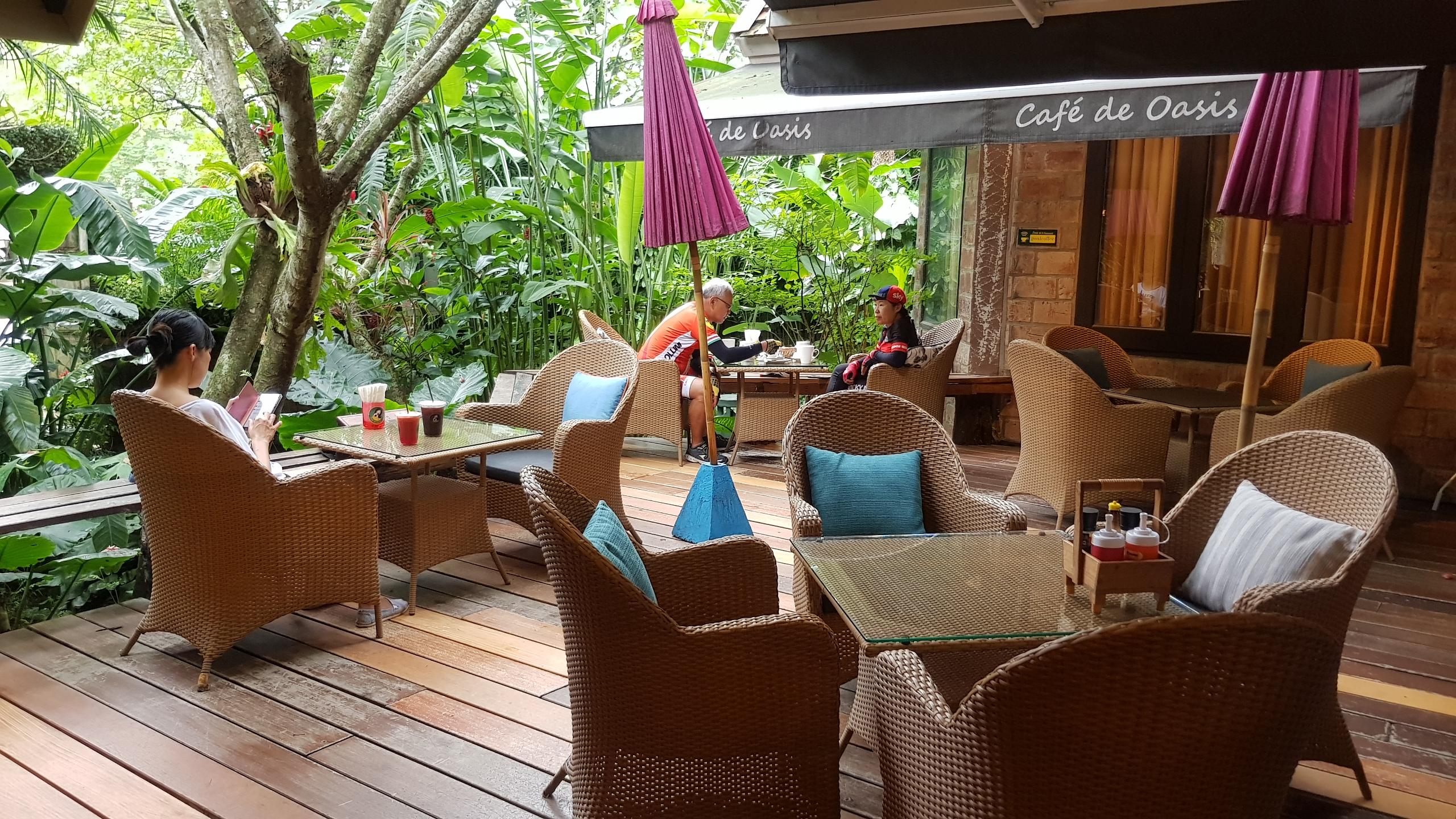 บรรยากาศโซนเอ้าท์ดอร์ @ Café de Oasis เชียงใหม่