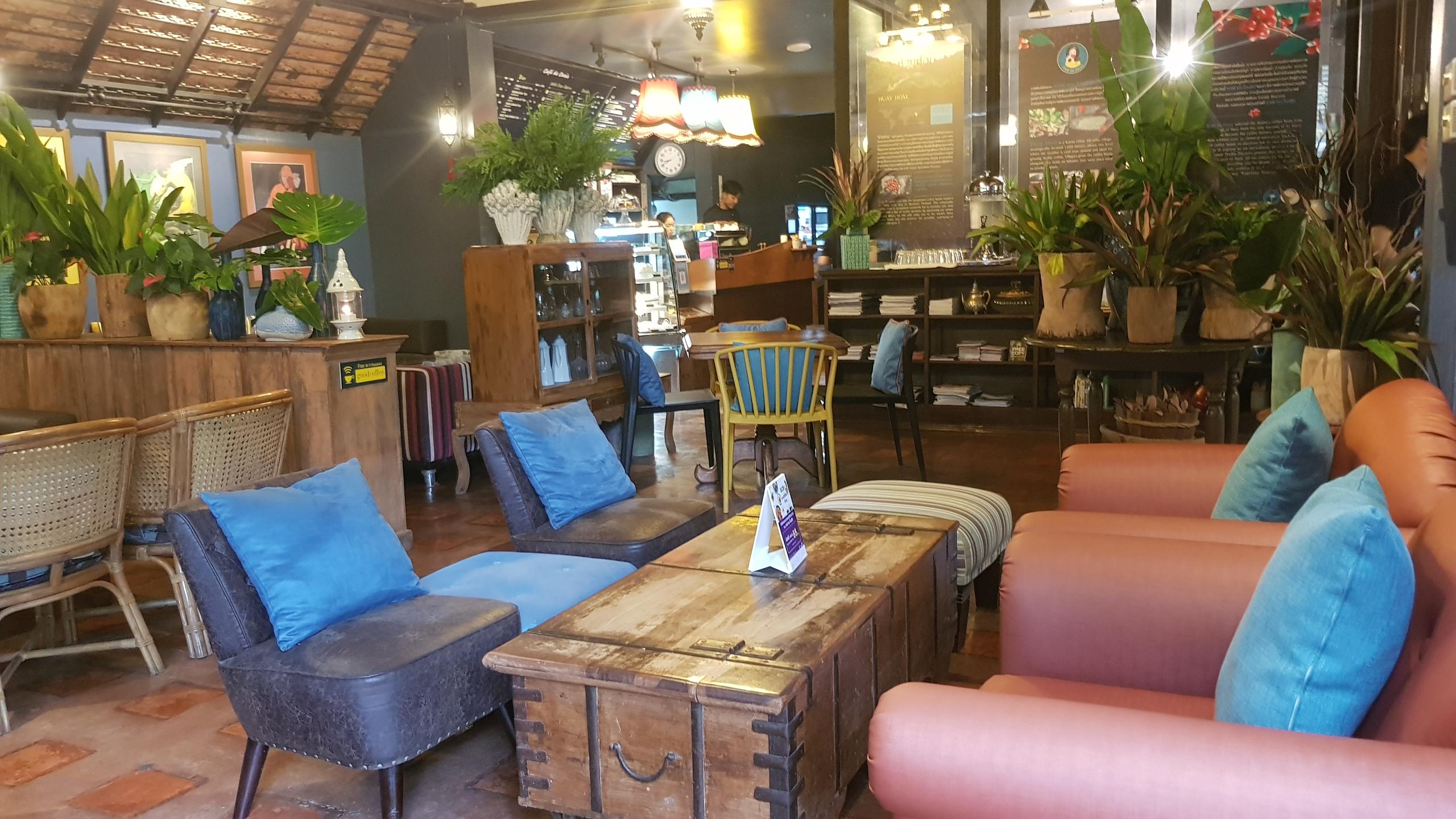 บรรยากาศภายในร้าน Café de Oasis เชียงใหม่