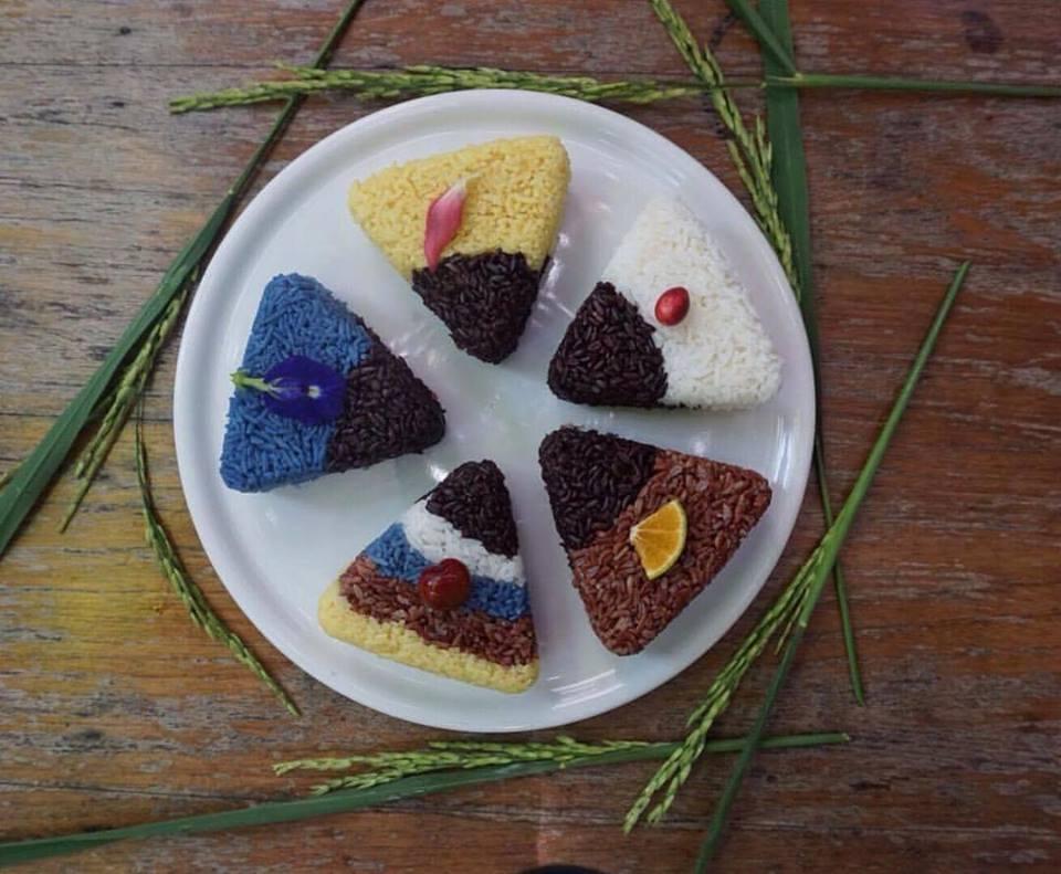 ข้าวสุขภาพหลากสีให้คุณเลือกได้ตามใจชอบ @ มีนา เชียงใหม่ (Source: Meena Facebook)