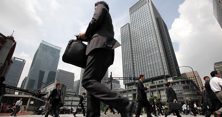 คนญี่ปุ่นมีอัตราการเสียชีวิตจากการฆ่าตัวเฉลี่ยอยู่ที่ 200 คนต่อปี โดยสาเหตุมาจากความเครียดสะสมจากการทำงาน