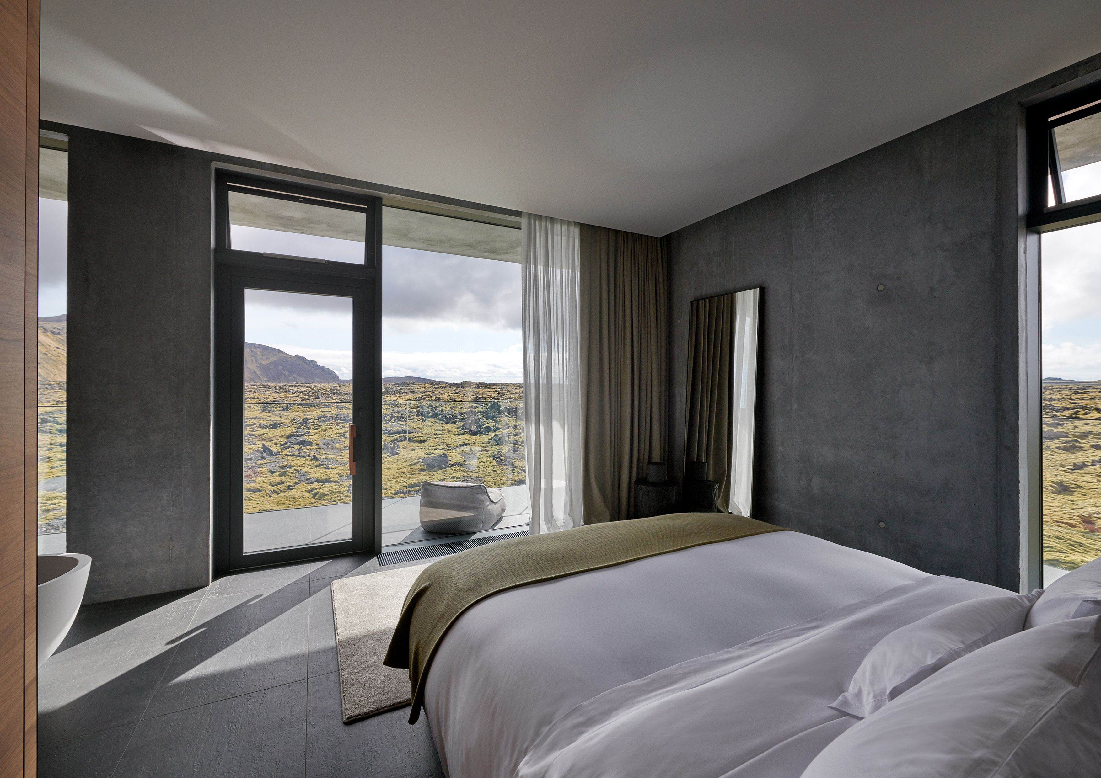 THE RETREAT AT BLUE LAGOON ICELAND-roomtype